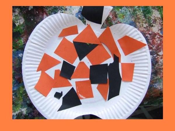 citrouille en mosaique sur une assiette en carton